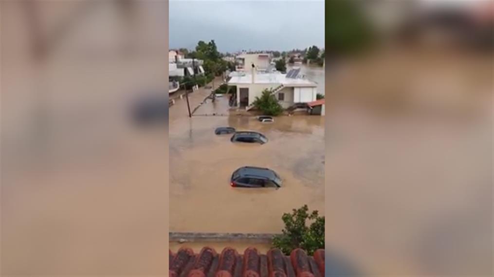 Εύβοια: Απίστευτες πλημμύρες στο Μπούρτζι