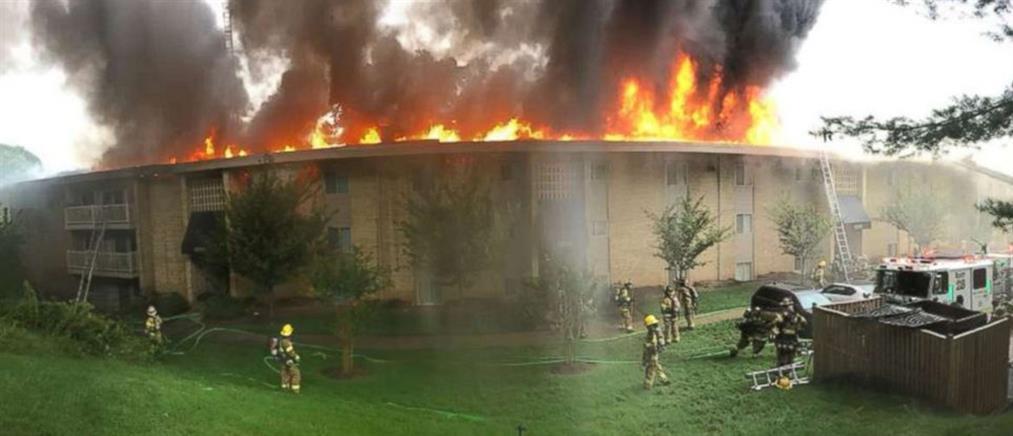 Τσακώθηκε με τον πρώην της κι έκαψε ολόκληρη πολυκατοικία (βίντεο)
