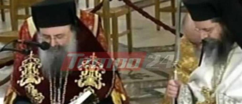 Άγιος Ανδρέας: Γονατιστός ο Μητροπολίτης Πατρών προσεύχεται για την πανδημία (εικόνες)