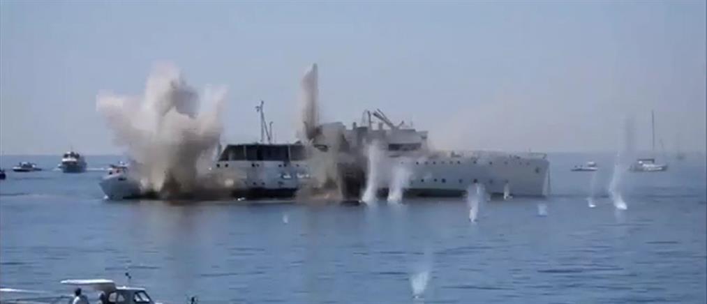 Παρά λίγο τραγωδία σε ελεγχόμενη βύθιση πλοίου (βίντεο)