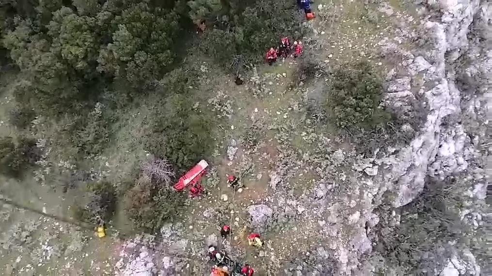 Πάρνηθα: καρέ -καρέ η ανάσυρση ορειβάτη από φαράγγι στην Πάρνηθα