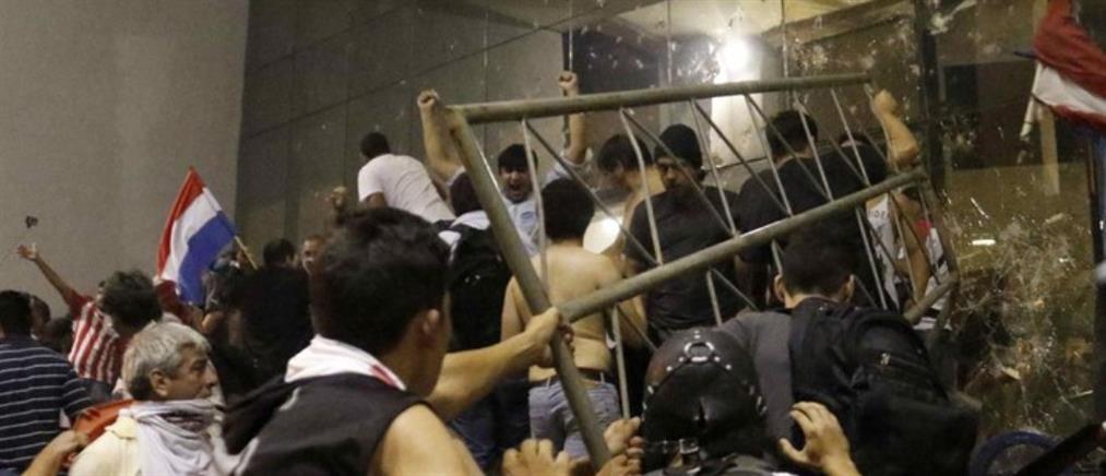 Αιματηρές ταραχές στην πρωτεύουσα της Παραγουάης (βίντεο)