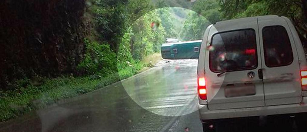 Εξετράπη της πορείας του λεωφορείο στην Εθνική Οδό Ιωαννίνων - Αντιρρίου