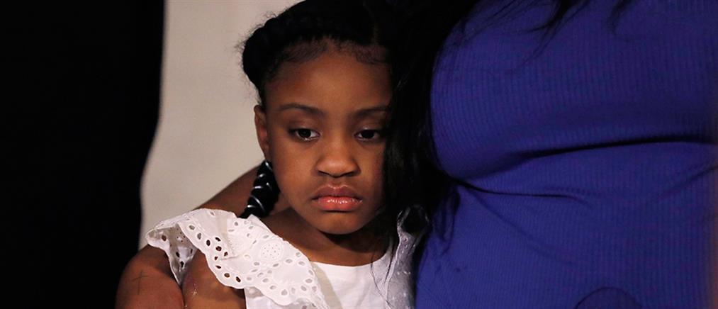 Με λυγμούς η μητέρα του παιδιού του Τζορτζ Φλόιντ: δε θα την δει να μεγαλώνει (βίντεο)