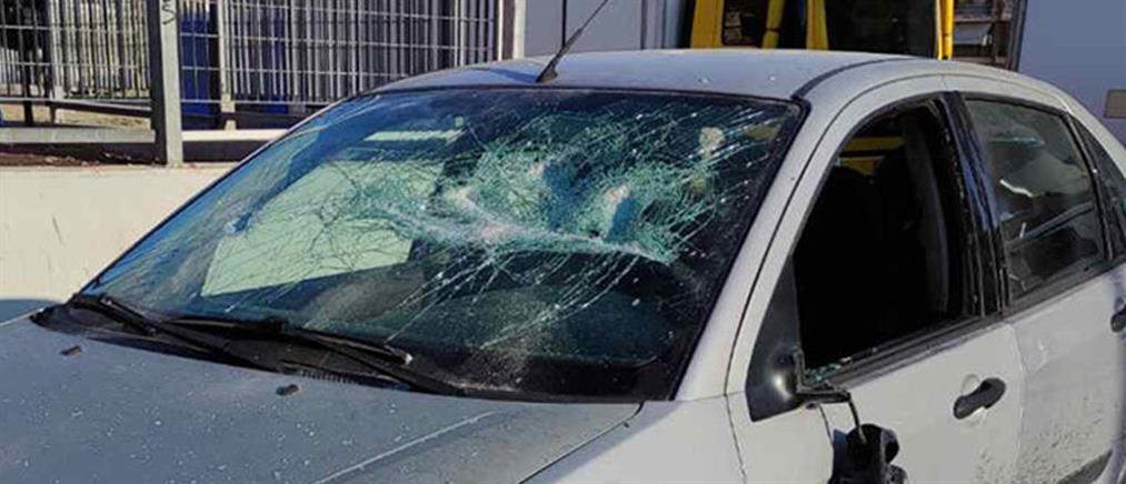 Οπαδική βία: Του έσπασαν το αυτοκίνητο και τον λήστεψαν (εικόνες)