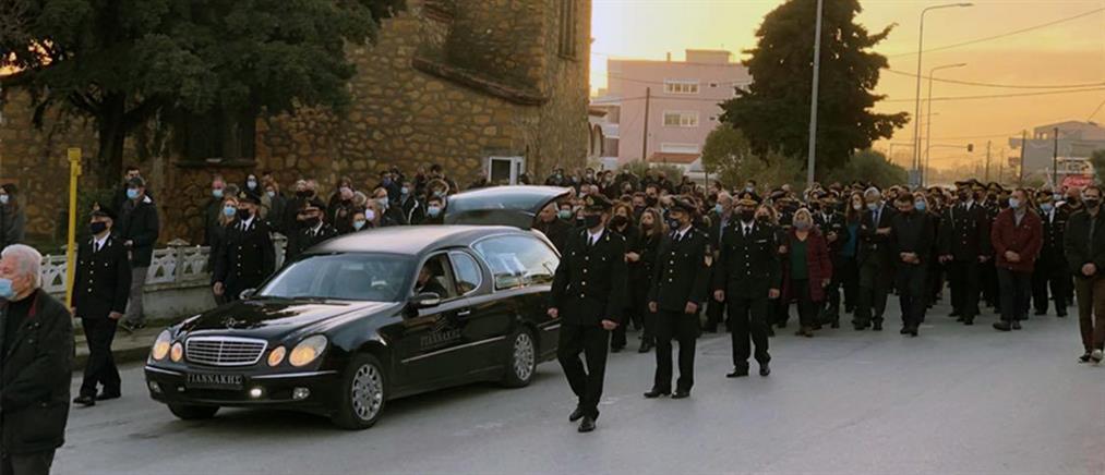 Με τιμές ήρωα κηδεύτηκε ο αδικοχαμένος πυροσβέστης (εικόνες)