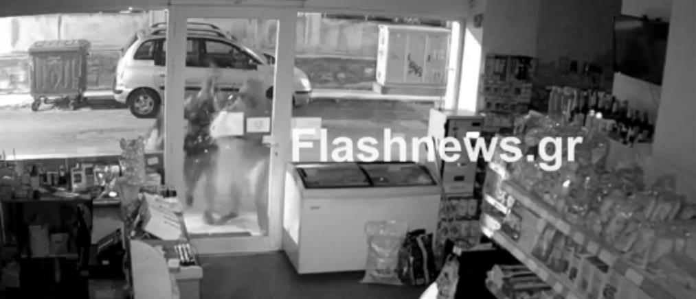 Καρέ-καρέ η διάρρηξη σε μίνι μάρκετ (βίντεο)