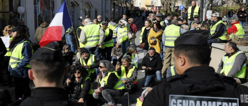"""Τα """"Κίτρινα γιλέκα"""" πασχίζουν να αναζωογονήσουν το κίνημά τους"""