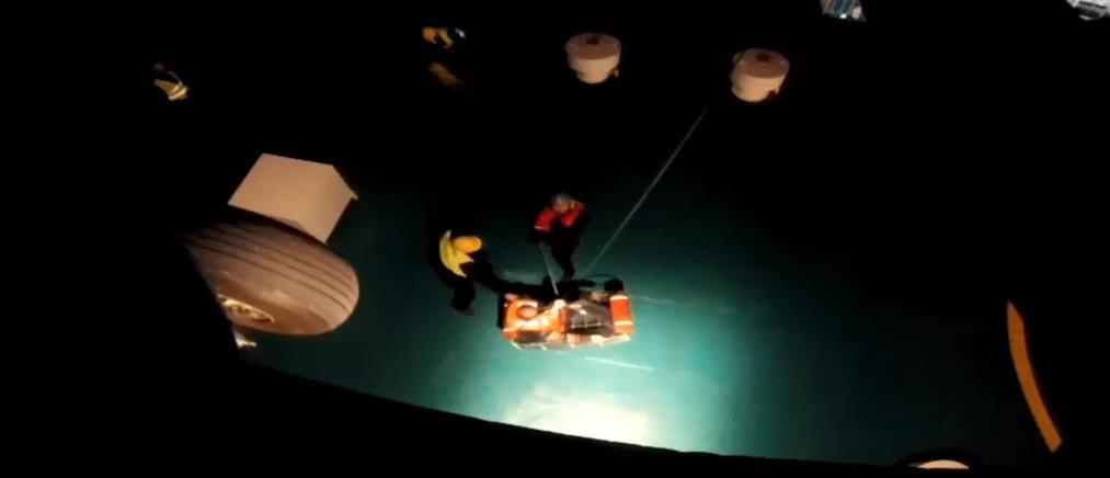 Αεροδιακομιδή ασθενούς με ελικόπτερο του ΠΝ (βίντεο)
