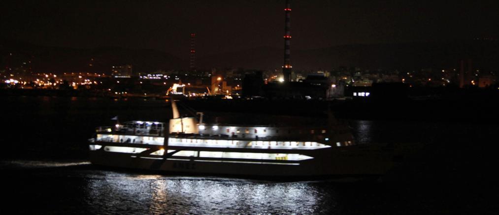 Συγκρούστηκαν δυο πλοία στο λιμάνι του Πειραιά