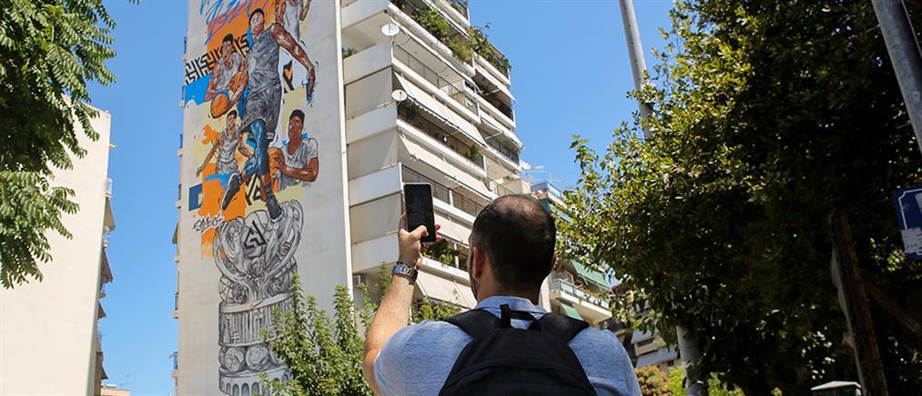 Τα αδέλφια Αντετοκούνμπο έγιναν εντυπωσιακό γκράφιτι στα Σεπόλια (βίντεο)