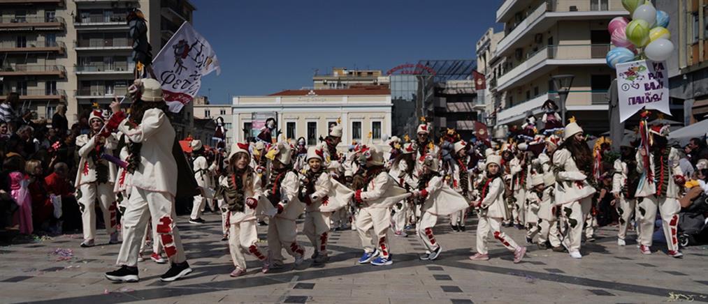 """""""Πλημμύρισε"""" με μικρούς καρναβαλιστές η Πάτρα (εικόνες)"""