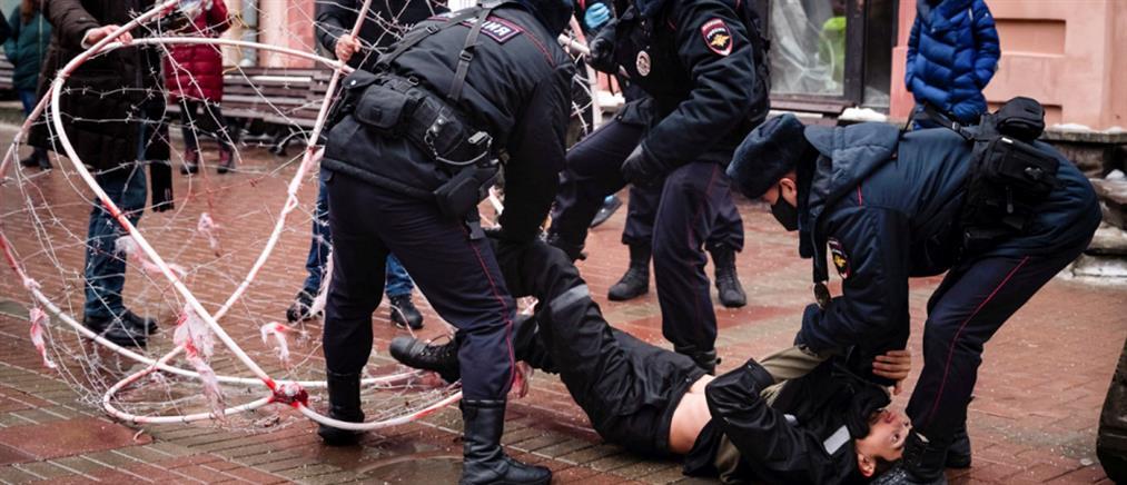 Υπόθεση Ναβάλνι: το Κρεμλίνο κατηγορεί τους διαδηλωτές για υπερβολικά βίαιη συμπεριφορά