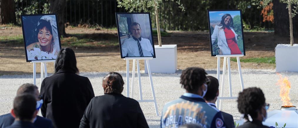Φόρος τιμής στα θύματα της επίθεσης στη Νίκαια (εικόνες)