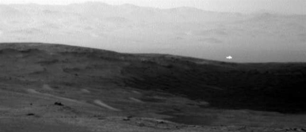 Μυστηριώδης λάμψη στον Άρη πυροδοτεί νέα σενάρια για εξωγήινους (εικόνες)
