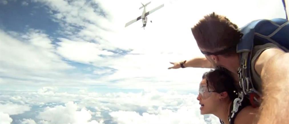 Σχοινί από το αλεξίπτωτο ζευγαριού πιάστηκε στην προπέλα αεροσκάφους (Βίντεο)