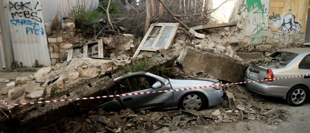 Κατάρρευση κτιρίου στο Γκάζι – καταπλακώθηκαν αυτοκίνητα (εικόνες)