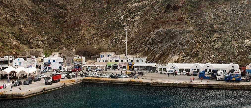 """Σαντορίνη: πρόσκρουση του """"Πρέβελη"""" στο λιμάνι"""