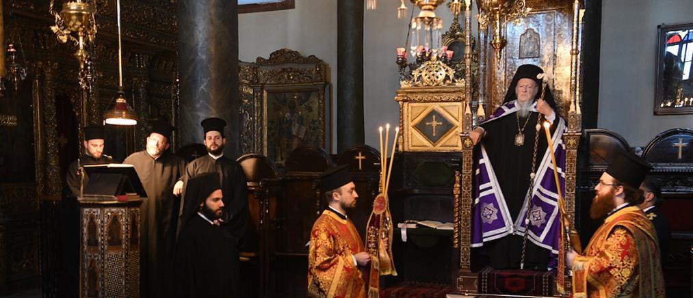 Με κατάνυξη η Ακολουθία των Παθών του Κυρίου στο Φανάρι (εικόνες)