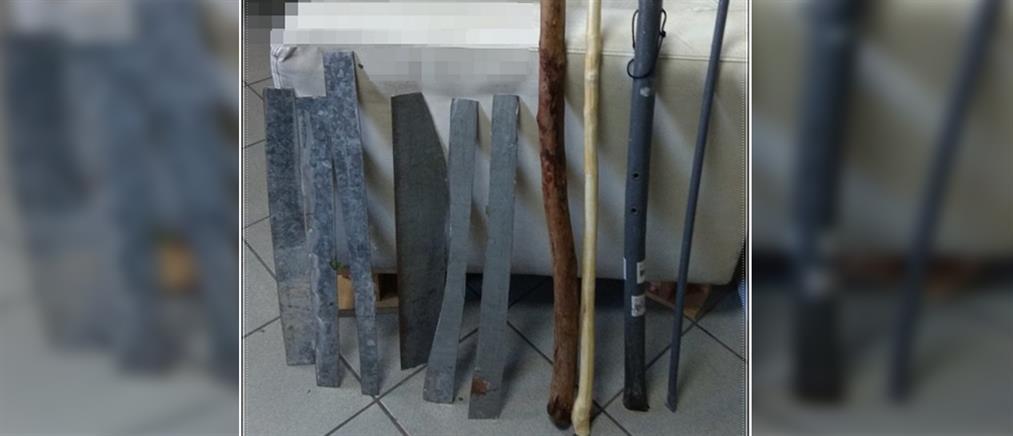 Αυτοσχέδια ρόπαλα και σπαθιά σε δομή φιλοξενίας προσφύγων (εικόνες)