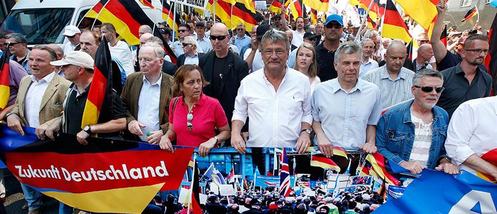 """Γερμανία: Η AfD """"βάζει στο τραπέζι"""" το Dexit"""