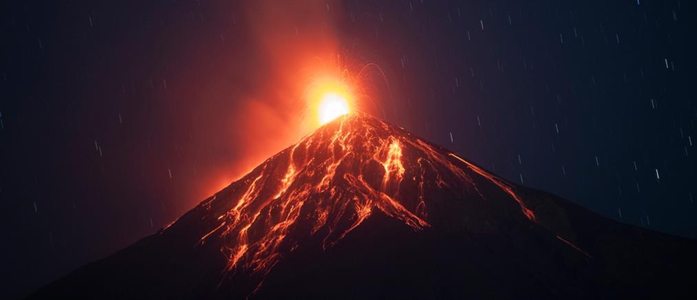 """""""Ξύπνησε"""" ξανά το ηφαίστειο Φουέγο (εικόνες)"""