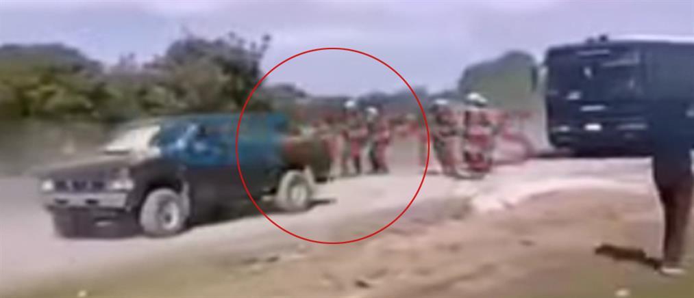 Λέσβος: Οδηγός αγροτικού επιχείρησε να πατήσει άνδρες των ΜΑΤ (βίντεο)
