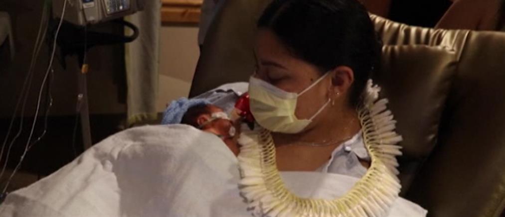 Δεν ήξερε ότι ήταν έγκυος και γέννησε στο αεροπλάνο (εικόνες)