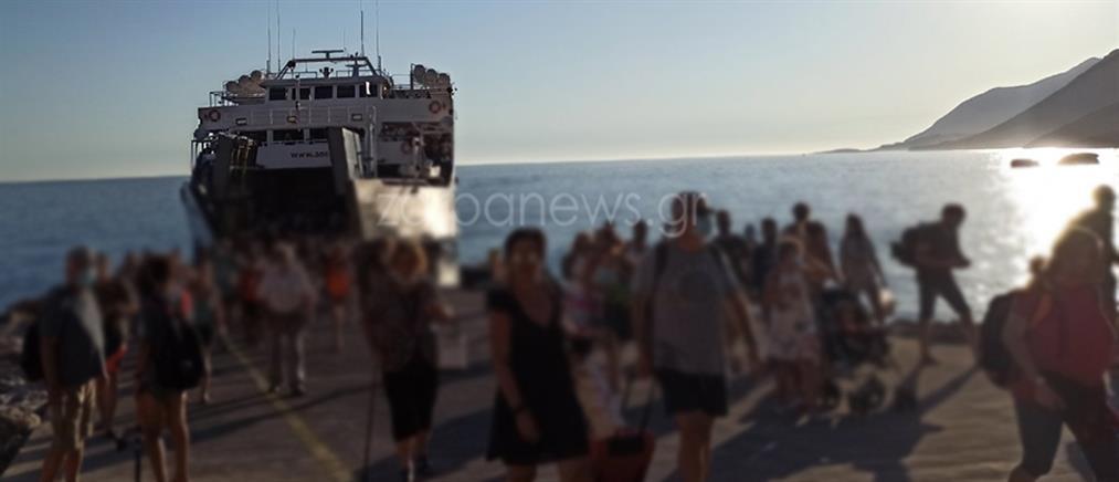 Καταγγελία για συνωστισμό σε καράβι: Έμειναν μέχρι και στα… αυτοκίνητά τους οι επιβάτες (εικόνες)