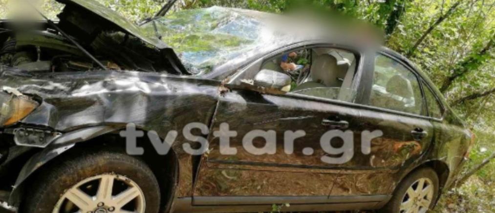 Αυτοκίνητο έπεσε σε γκρεμό (εικόνες)