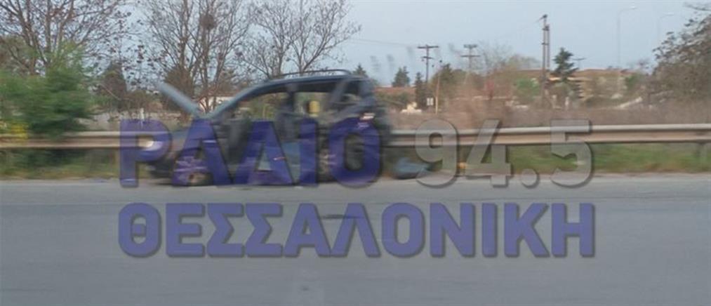 Σφοδρή σύγκρουση οχημάτων στην Εθνική Οδό (εικόνες)