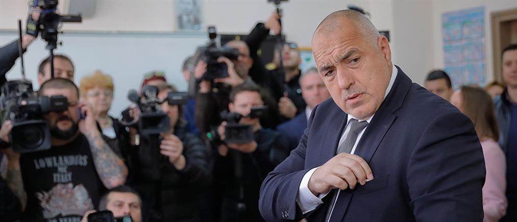 """""""Ο Μπορίσοφ κοιμάται με πιστόλι και χρυσό δίπλα του"""": Κατηγορεί τον Βούλγαρο Πρόεδρο για κατασκοπεία (εικόνες)"""