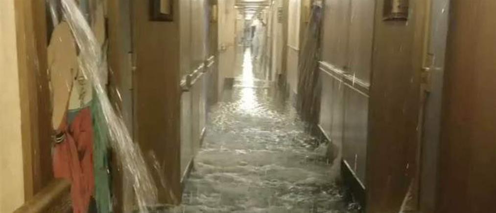 Σκηνές Τιτανικού σε κρουαζιερόπλοιο - Πλημμύρισαν καμπίνες, επικράτησε πανικός (βίντεο)