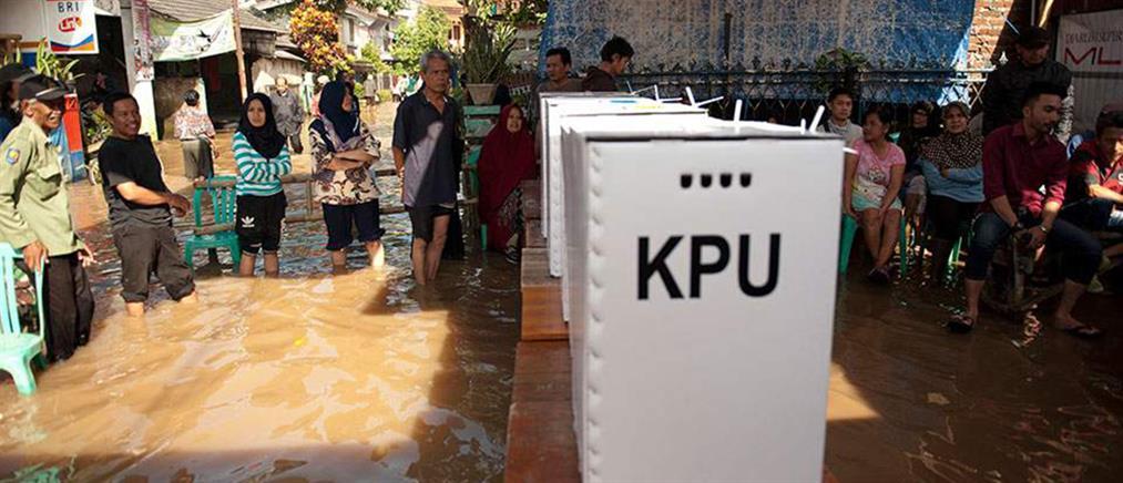 Ινδονησία: εκατοντάδες μέλη εφορευτικών επιτροπών πέθαναν από υπερκόπωση!
