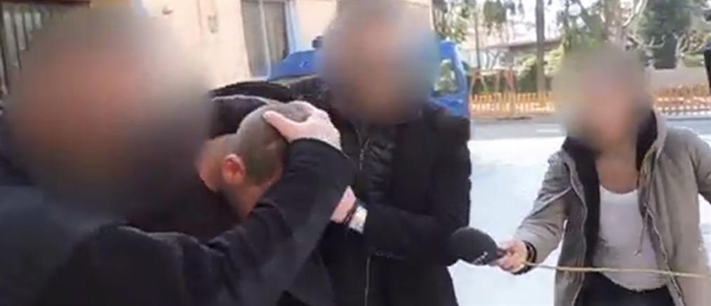 Στο πλευρό του συζυγοκτόνου της Κρήτης τα πρώην πεθερικά του (βίντεο)