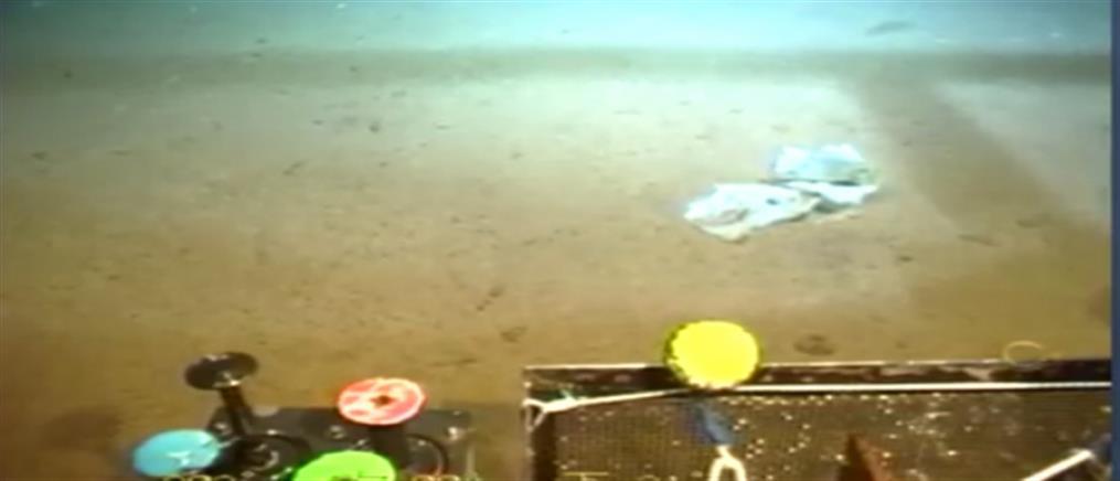Βρέθηκε πλαστική σακούλα στα ...10.898 μέτρα, στο βαθύτερο σημείο της θάλασσας! (βίντεο)