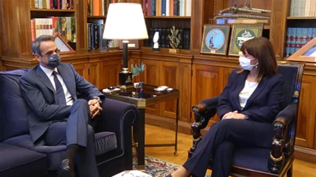Διάλογος Σακκελαροπούλου - Μητσοτάκη στο Προεδρικό Μέγαρο