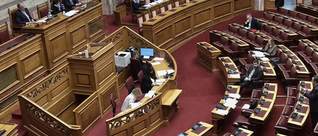 Πλέξιγκλας στο βήμα της Βουλής