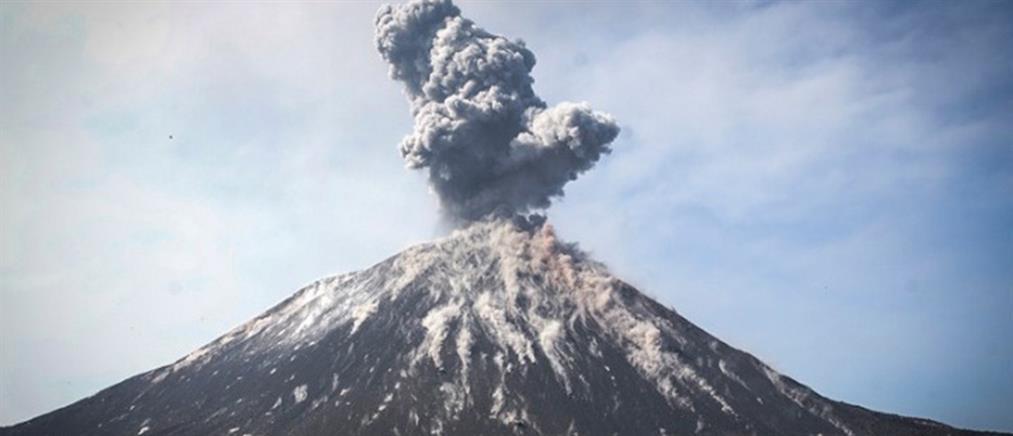Συναγερμός στην Ινδονησία για την ηφαιστειακή τέφρα - Αλλάζουν όλες οι πτήσεις
