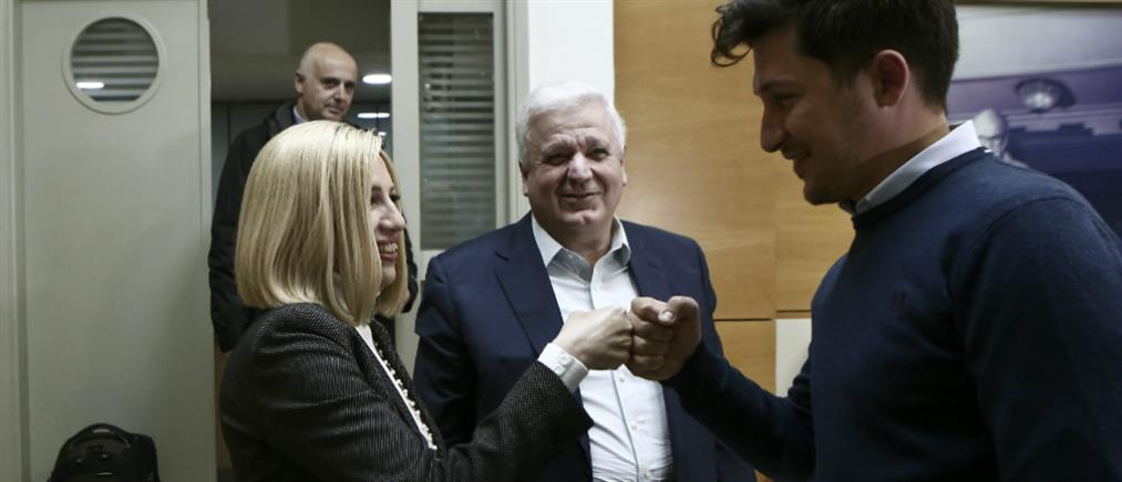 """Χαιρετισμοί με """"γροθιές"""" στην Πολιτική Γραμματεία του ΚΙΝΑΛ (εικόνες)"""