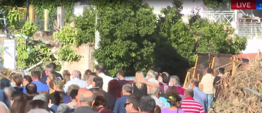Σε κλίμα οδύνης οι πρώτες κηδείες στην Εύβοια (βίντεο)