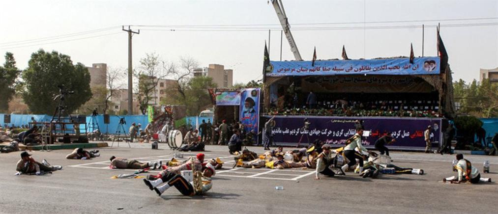 Ιράν: επίθεση ενόπλων κατά πλήθους που παρακολουθούσε παρέλαση
