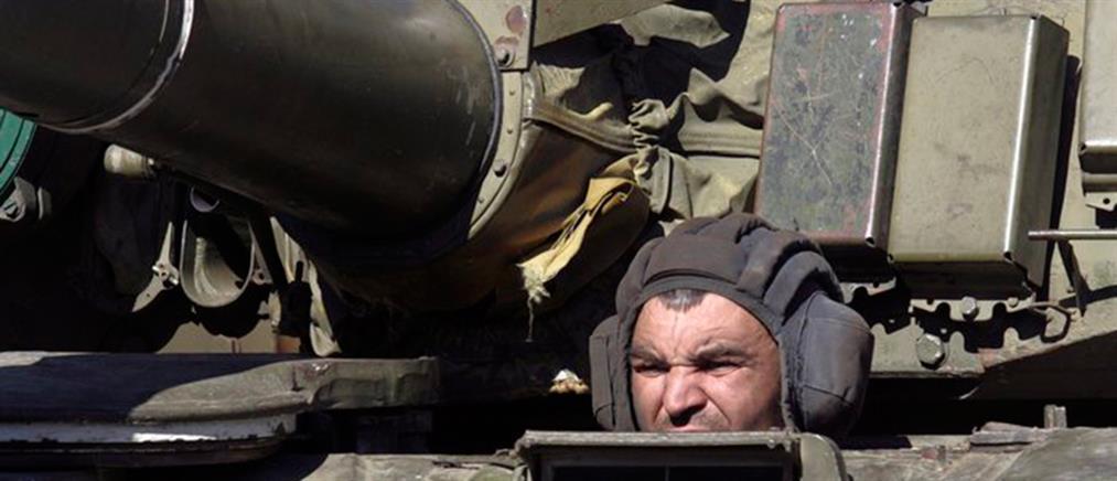 Σφοδρά πυρά πυροβολικού γύρω από το Ντονέτσκ