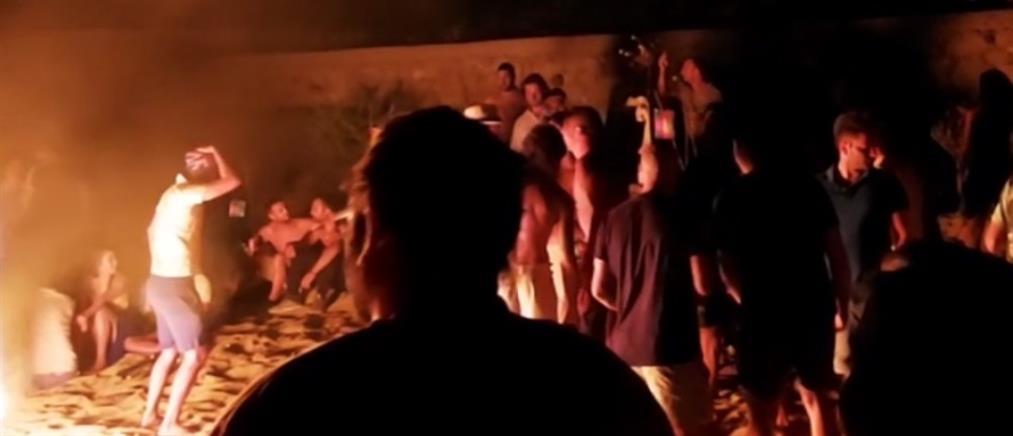 Μύκονος: Ξεφάντωσαν σε πάρτι στην παραλία – Επενέβη η Αστυνομία (βίντεο)