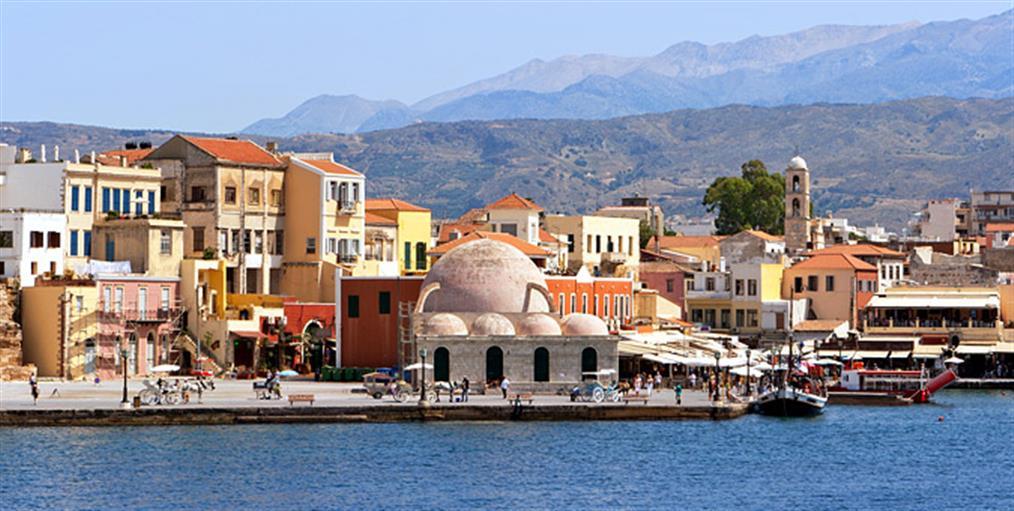 «Παραμυθένιο» ταξίδι στο ομορφότερο λιμάνι της Ελλάδας