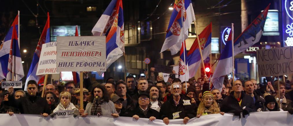 Σερβία: ο Βούτσιτς έδωσε χάρη στους διαδηλωτές που φυλακίσθηκαν