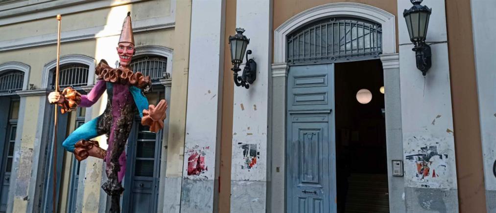 Χειροπέδες σε ιερέα για τον εμπρησμό καρναβαλικών κατασκευών