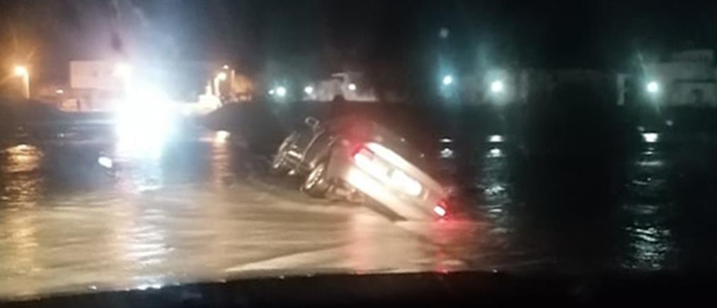 Αυτοκίνητο παρασύρθηκε από ποτάμι (εικόνες)