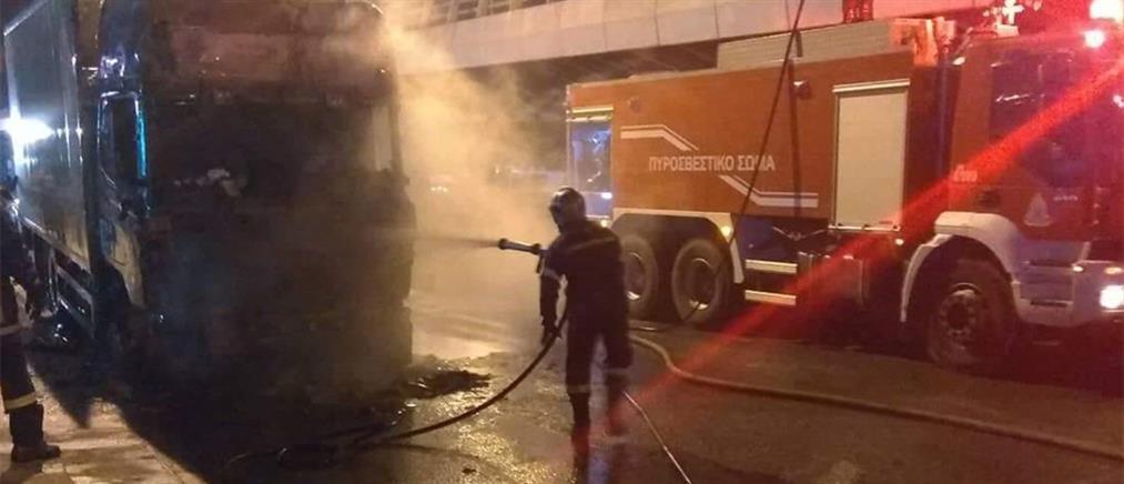 Πυρπόλησαν αυτοκίνητα και μηχανή στην Αθήνα