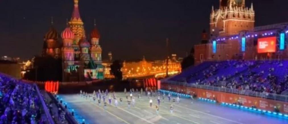 Ο Μίκης Θεοδωράκης τιμήθηκε στην Κόκκινη Πλατεία της Μόσχας (βίντεο)